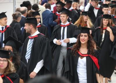 Seis razones por las que estudiar en el extranjero mejora la vida laboral